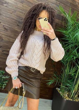 Очень красивый свитер беж