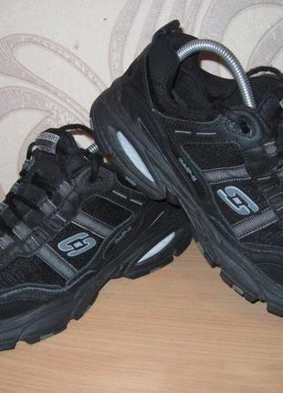 Продам осенние кроссовки фирмы  skechers 43 размера