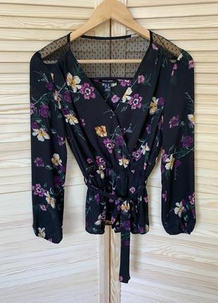 Знижка!супер красивая цветочная блуза на запах/ сеточка/с поясом от new look
