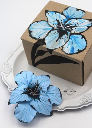 Оригинальный подарок девушке, подруге. заколка цветок в подарочной коробочке