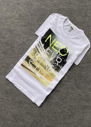 Легкая, белоснежная футболка adidas neo с большим принтом
