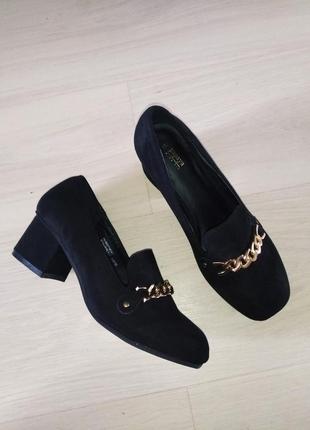 Новые туфли квадратный носочек замш цепочка