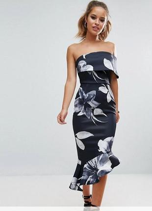 Нарядное цветочное платье с воланами