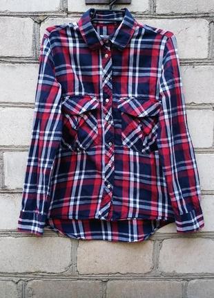 Стильная рубашка в клетку на заклепках с карманами