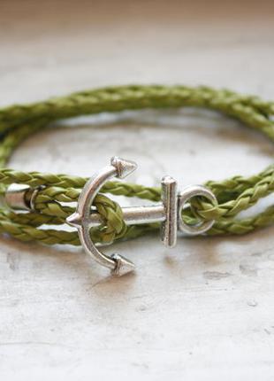 Зеленый браслет с якорем на руку