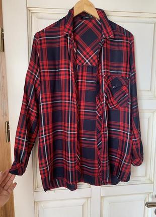Удлинённая рубашка в клетку bershka