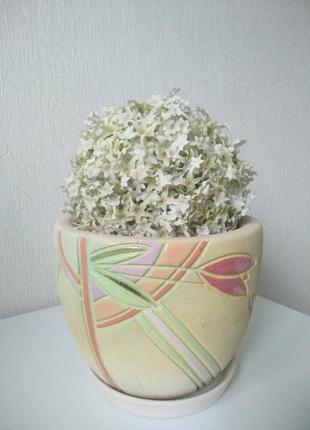 Нежный вазон для цветов