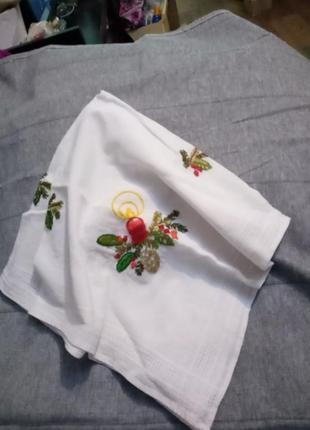 Скатерть чайная с ручной вышивкой 70*70см