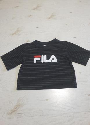 Стильная короткая футболка fila