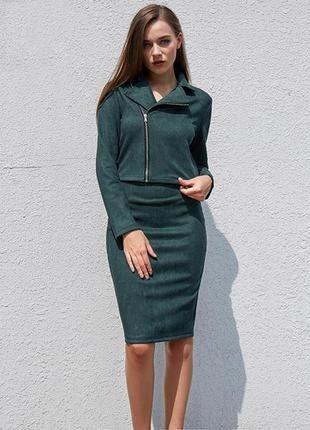 Замшевый костюм темно-зеленого цвета