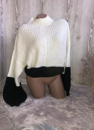 Тёплый укороченый свитер , комбинирований , стильный