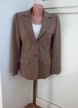 Классический красивый пиджак jones
