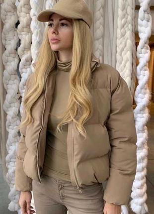 Легкая и теплая укороченная куртка
