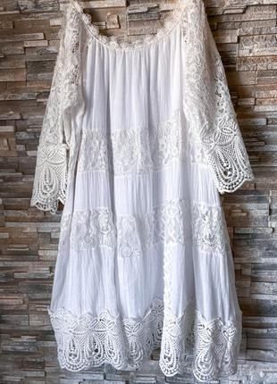 Белое легкое кружевное платье