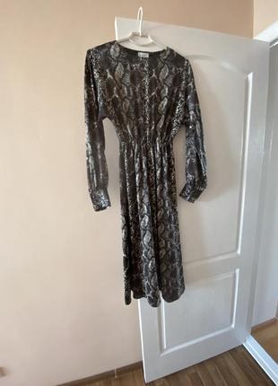 Платье с принтом питона vovk