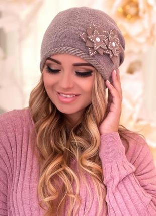Двуслойная шапка,осень-зима с аппликацией