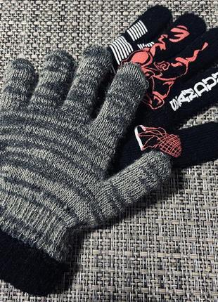 Перчатки с принтом