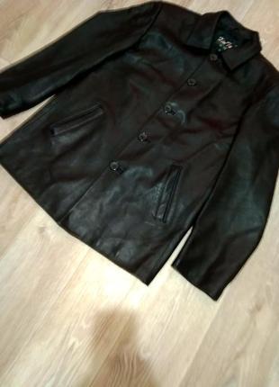 Курточка - пиджак кожаная.