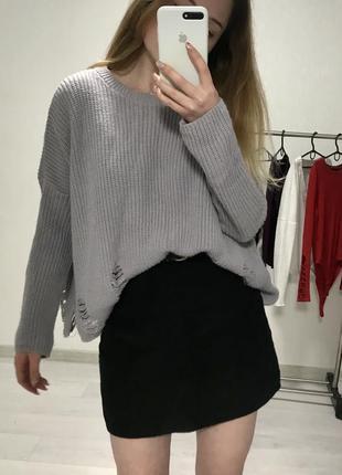Лиловый свитер с рваностями