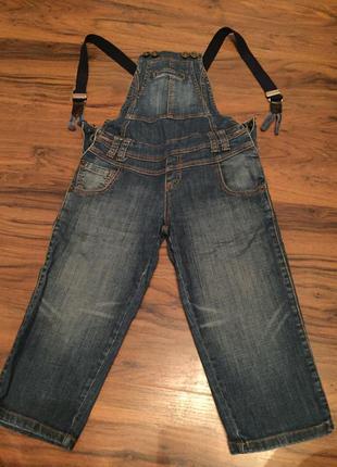 Модный джинсовый комбинезон.