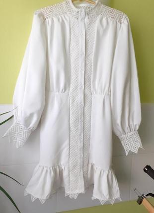 Молочное платье с кружевом boohoo