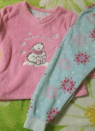 Теплая махровая пижама primark на 3-4 года.
