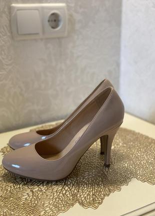 Лаковые туфли из кож зама