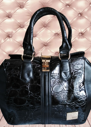 №8. женская сумка с надежными застежками.