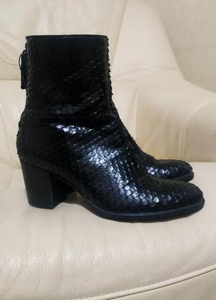 Шикарные ботинки ecco индонезия. 24,5