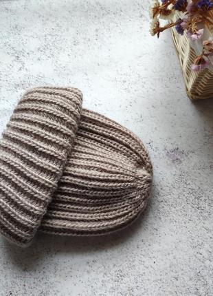 Шапка какао крупной вязки