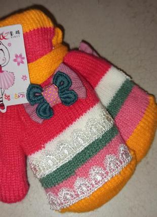 Детские утепленные варежки на веревочке до двух лет