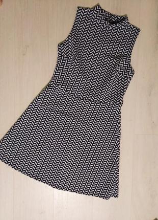 Платье с горловиной