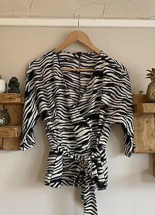 Блузка с анималистичным принтом рубашка на запах животный принт зебры кофта