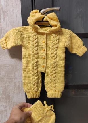 Вязанный теплый комбинезон для малыша