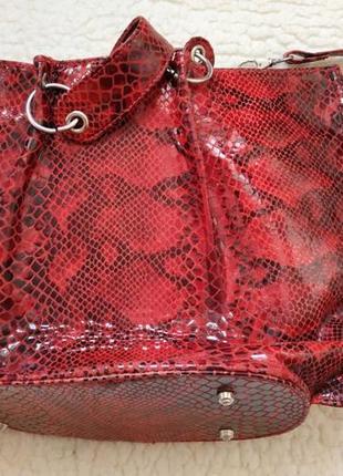 "Новая красная замшевая сумка с покрытием ""под змею"""
