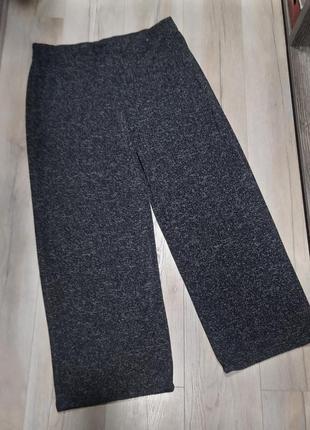 Тренд: стильні прямі штани великого розміру