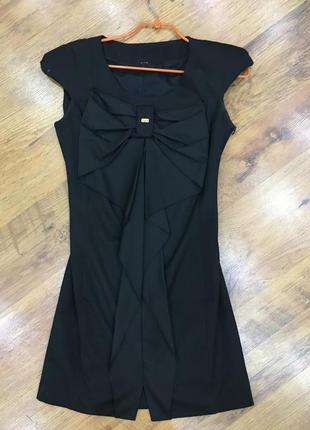 Нарядное черное платье с бантом