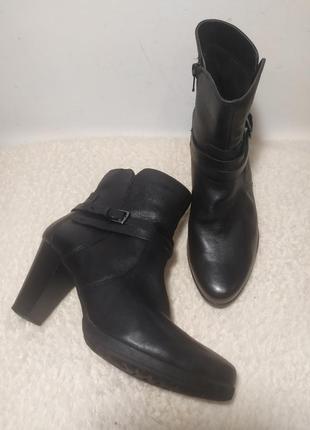 Демисезонные ботинки из натуральной кожи на утеплителе