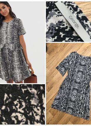 Стильное платье в змеиный принт