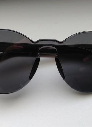 Необычные очки серые