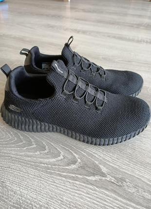 М'які і легкі кросівки від skechers