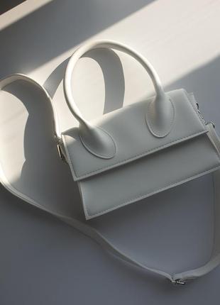 Белая сумочка
