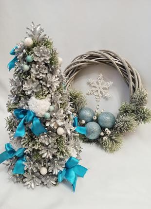 Новогодний декор из натуральных шишек, ёлка и венок из лозы