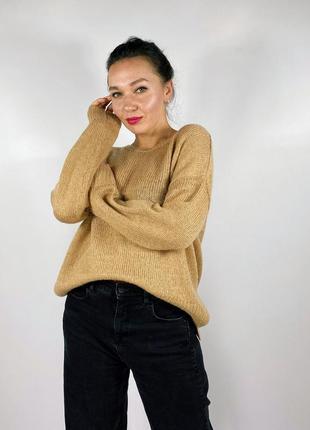 Базовый песочный свитер свободного кроя