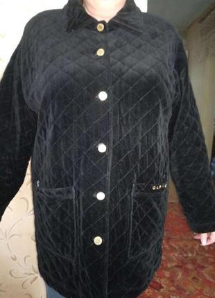 Стильная стеганная / стрейч куртка, оригинал.