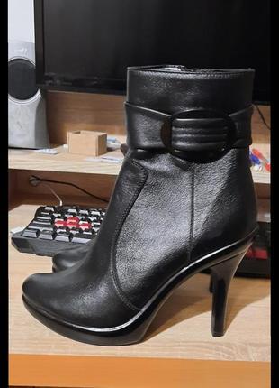 Ботинки на каблуке (кожа)