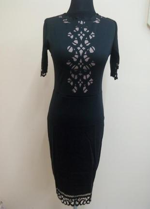 Изысканное черное платье с перфорацией