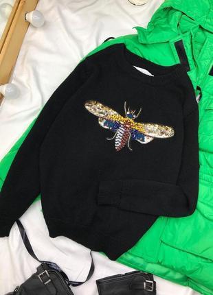 Черный свитер с апликацией из страз