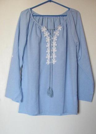 Блуза голубая с аппликацией