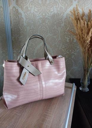 Красивая пудровая сумочка